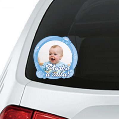 Beba u autu naljepnica sa slikom
